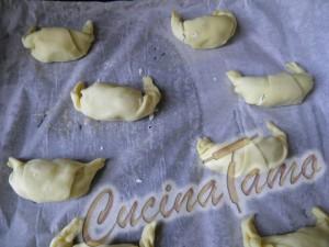 Cornetti di pasta sfoglia prima della cottura