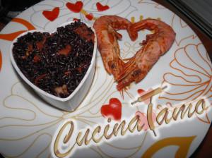 Riso Venere e gamberoni, il piatto dell'amore